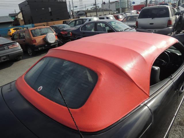 これもちろん純正で赤い幌ではございません、前オーナーさんが塗ってますね。・・・余計な事・・・って感じですね!