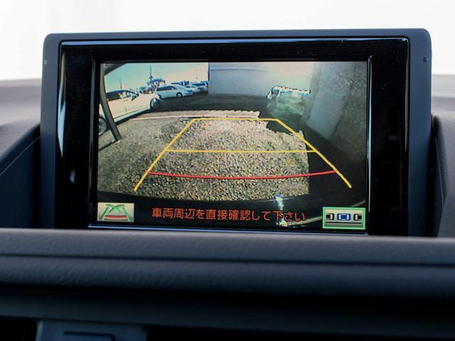 連動型のカラーバックモニター搭載。ギアをバックに入れると自動的に切り替わる優れものです。鮮明なカメラ画像にて車庫入れをサポートしてくれます。女性の方でも安心の車庫入れが可能となります!!
