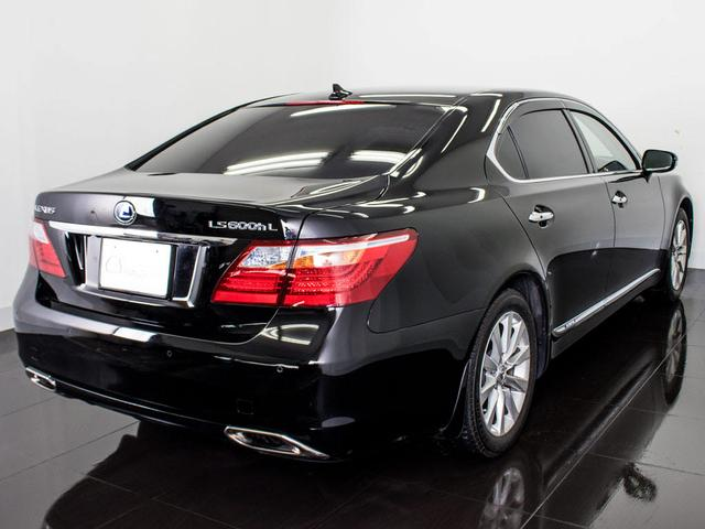 LS600hL 後席セパレート 黒革 Mレビ 新品タイヤ(8枚目)