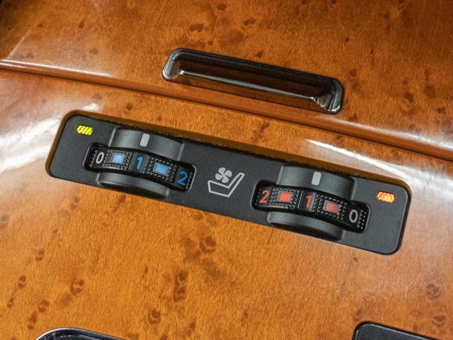 IS250 バージョンL 禁煙車 スピンドルグリル 黒革シート パワーシート エアシート シートヒーター HDDマルチナビゲーション クルーズコントロール クリアランスソナー HIDヘッドライト ETC車載器(3枚目)