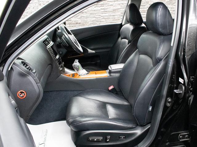 IS250 バージョンL 禁煙車 スピンドルグリル 黒革シート パワーシート エアシート シートヒーター HDDマルチナビゲーション クルーズコントロール クリアランスソナー HIDヘッドライト ETC車載器(13枚目)