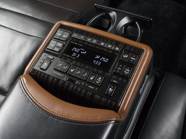 LS600hL エグゼクティブパッケージ 黒革 エアシート シートヒーター HDDマルチ マークレビンソン 地デジ DVD再生 Bluetooth 後席モニター レーダークルーズ 衝突軽減 LKA BSM パワートランク Cソナー ETC(10枚目)