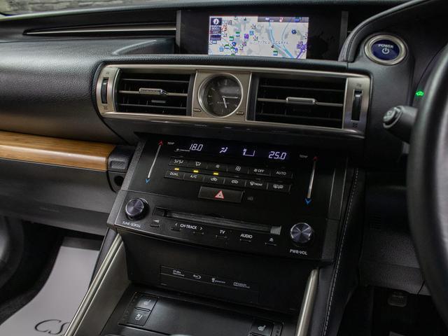 IS300h バージョンL サンルーフ・SDマルチナビ・プリクラッシュセーフティー・レーダークルーズコントロール・本革シート・エアシート・シートヒーター・LEDヘッドライト・バックカメラ・フルセグTV・ビルトインETC(14枚目)