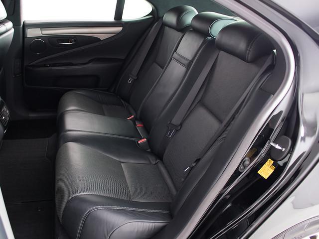 LS600h Fスポーツ 黒本革シート・アルミ・LEDライト・ワンオーナー・プリクラッシュ・ETC・バックモニター・スマートキー・CD・BSM・エアシート・シートヒーター・4WD・レーンキープ・パワートランク(18枚目)