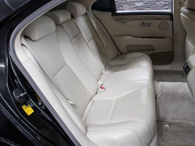 LS600h バージョンC Iパッケージ 最終型 メローホワイト本革 エアシート 電動シート クリアランスソナー パワートランク コンビハンドル クルーズコントロール HDDマルチ フルセグTV DVD LEDライト 4WD(17枚目)
