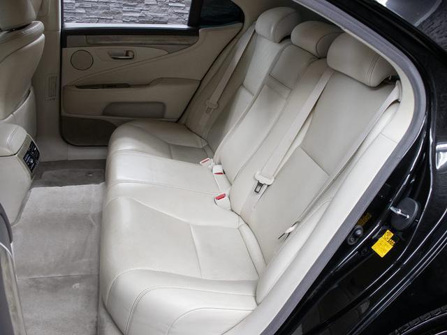 LS600h バージョンC Iパッケージ 最終型 メローホワイト本革 エアシート 電動シート クリアランスソナー パワートランク コンビハンドル クルーズコントロール HDDマルチ フルセグTV DVD LEDライト 4WD(18枚目)