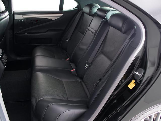 LS460 Fスポーツ サンルーフ 禁煙 フルエアロ パワートランク 黒本革シート 19インチ専用アルミ クリアランスソナー HDDワイドマルチナビ エアシート シートヒーター 電動シート シートメモリー(19枚目)