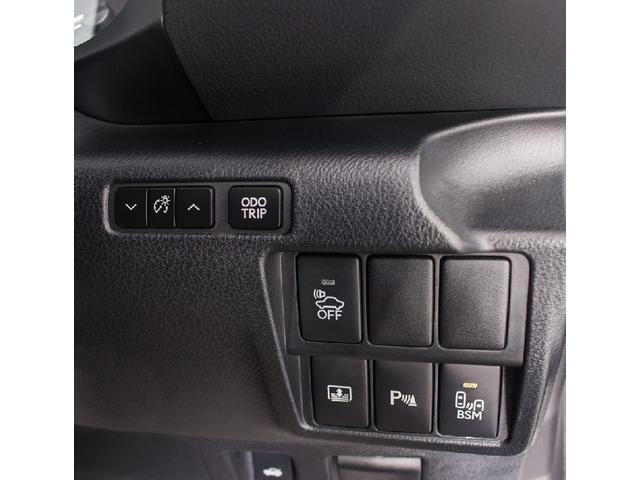 運転席はお好みのシートポジションが設定可能です!!メモリー機能は3パターンまで可能となります!!さすが高級車ですね!!