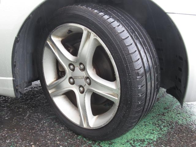 純正アルミホイール装備です! タイヤの状態もバッチリ! スタッドレスタイヤ等もお気軽にご相談下さい♪