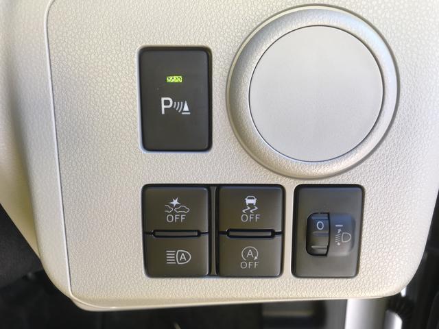 各種スイッチです。コーナーセンサーのオン・オフもこちらのスイッチで切替が可能です。
