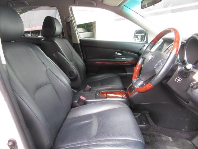 トヨタ ハリアー 240G Lパッケージ 革シート HDDナビ 24インチAW