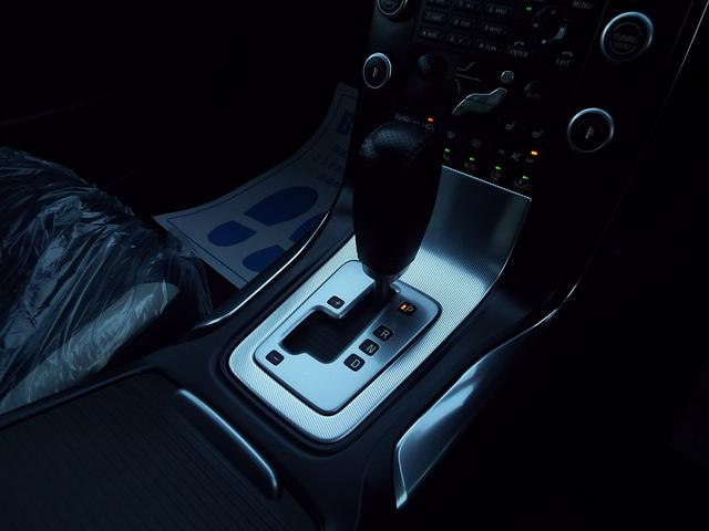 T6 AWD Rデザイン30台限定 本革 1オナ 2011M(9枚目)