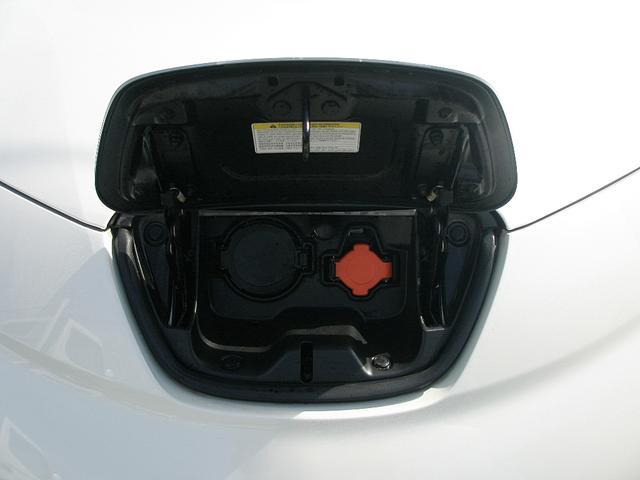日産 リーフ XエアロSブラックルーフ TEIN製サス EL字光式ナンバー