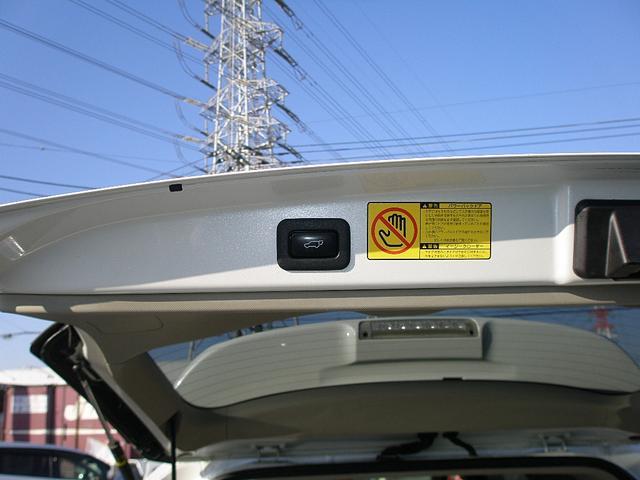 パワーバックドア機能付なので、ボタン一つでリアゲートの開閉操作が可能です。