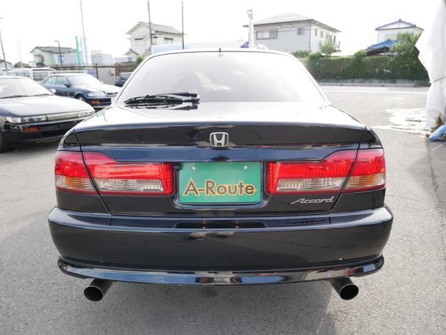 綺麗なブラックで印象の良いお車になります!