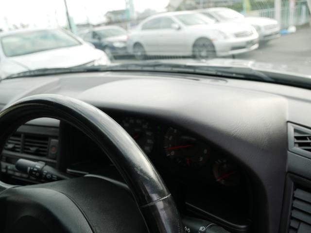 外装内装は私たち営業が自ら行います。自分たちで掃除をすることで手直しできること気がつくこともあります。 安心してお車を送り出せるように責任をもって仕上げさせていただきます。