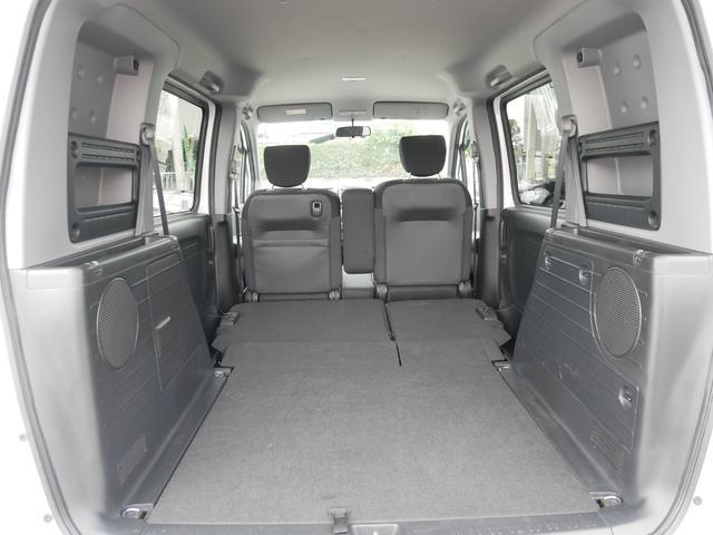 シートを倒せば広いスペースが確保できます。