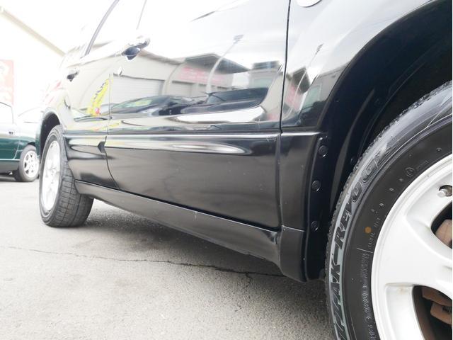 XT 1年保証付 5速MT サンルーフ EJ20ターボ 4WD ハーフレザーシート MOMOステ オートエアコン 純正16AW ルーフスポイラー 電動格納ミラー キーレス HID(40枚目)
