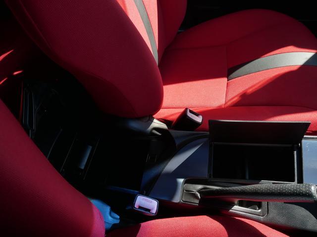 レッドスペシャル 1年保証付 6速MT 2ZZ-GE 純正エアロ 16インチアルミ 専用シート キーレス ETC ABS Wエアバッグ フォグ プライバシーガラス サイドバイザー AAC アルミペダル(56枚目)