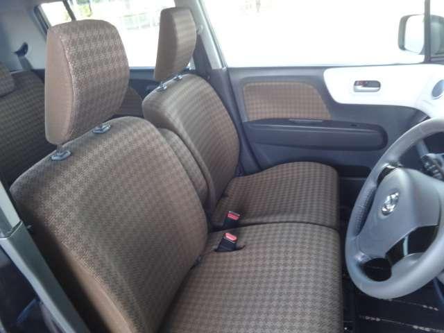 運転席シートです。目立つ様な大きな汚れやへたりは御座いません。ルームクリーニング済み。