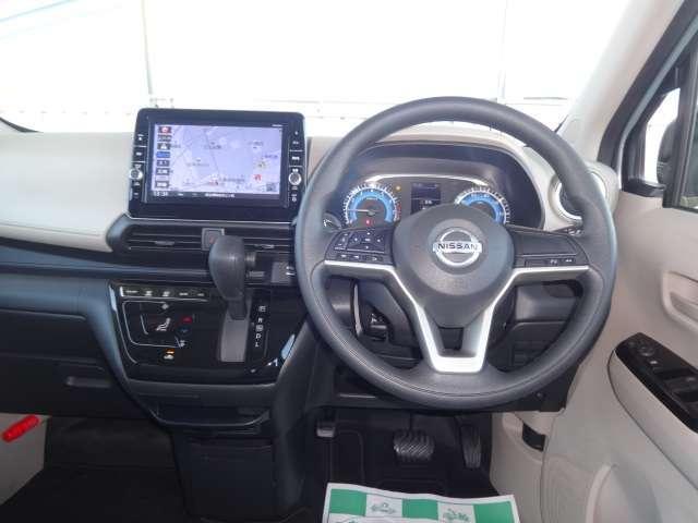 運転席周りです。視界も良く見やすいナビゲーションです。是非、一度実際車に乗って確かめて下さい。