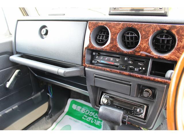 ランドベンチャー 4WD ターボ レトロスタイル サンドベージュ色替車 DAYTONAブラックスチールホイール ホワイトリボンラジアルタイヤ 純正ルーフラック NARDIステアリング レトロ調シートカバー 社外ステレオ(14枚目)
