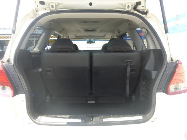 ☆荷室内です☆サードシートを収納すれば大きな荷物も楽々積めますね☆
