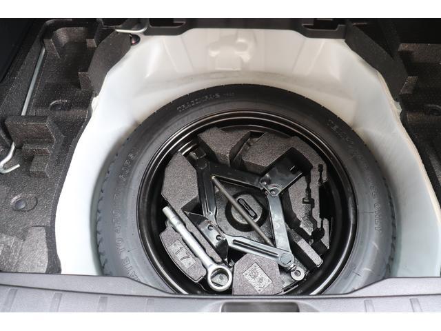 パンク修理キット搭載のクルマが多いなか、フォレスターはスペアタイヤをしっかり装備! 万一のタイヤトラブルにも安心ですね。