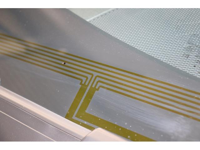 フロントガラスの熱線ヒ-タ-は、冬場のワイパ-凍りつきを防いでくれます。