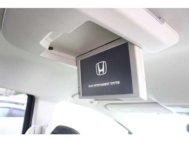 フリップダウンモニター付き!!車内でDVDやTVを楽しめます。
