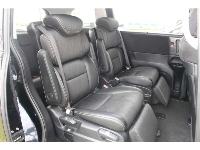 ◆2列目シートも足元はゆったりしており快適にお座り頂けます!チャイルドシートの取り付けにも対応しており、後部座席にお乗りの方も楽しく広々と使用できます!!