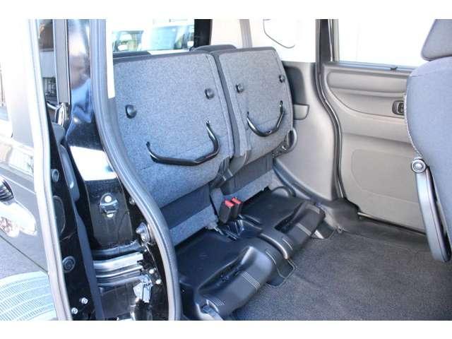◆リアシートはチップアップ(跳ね上げ)することにより背の高い荷物も楽々積み込みすることが可能!!より空間を有効にするためにも大変便利なシートアレンジになります!!