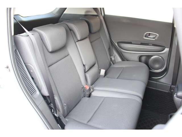 後部座席も広々しており長距離ドライブも快適です!