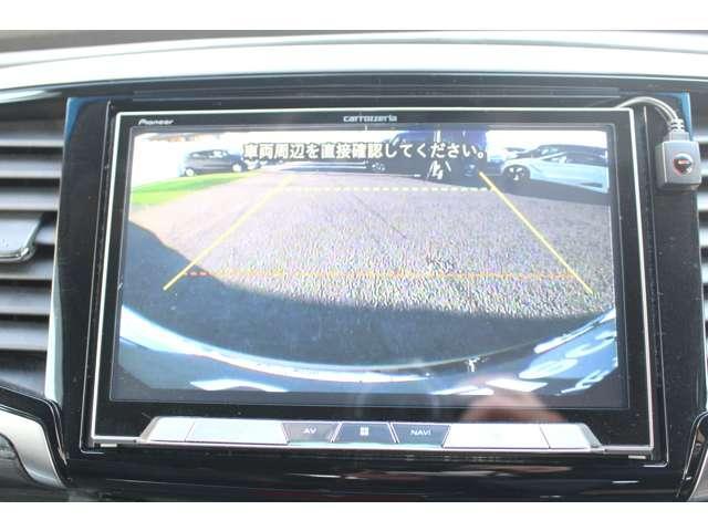 バックカメラ付き!!後方もナビで確認できますので駐車も楽々です!!