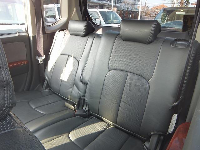 ☆キレイなシートカバー付いてます!!ゆったりと乗れる後席シートです!