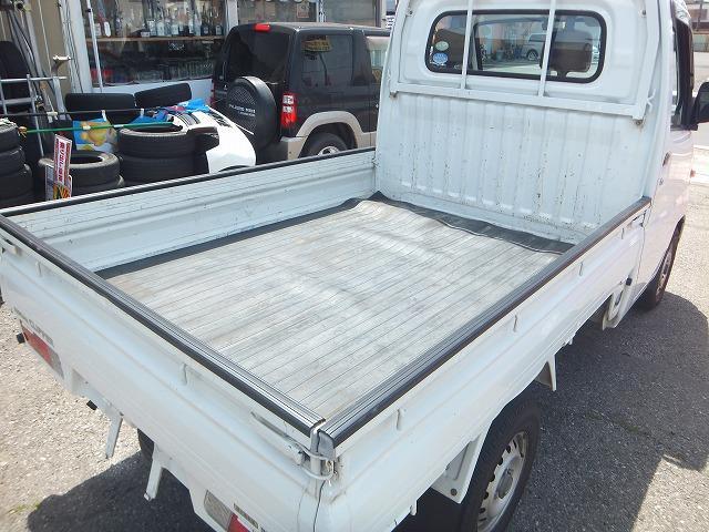 ☆荷台は広々使えます♪目立った大きなサビや腐食もなく、ゲートプロテクターと荷台マットが付いててお得です!