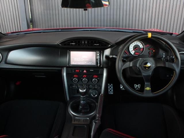 GT アプライドA型 TRDフルエアロ TRD車高調 TRDトランクスポイラー 純正17アルミ プッシュスタート オートライト オートエアコン スマートキー 純正SDナビ ワンセグ 6MT(3枚目)