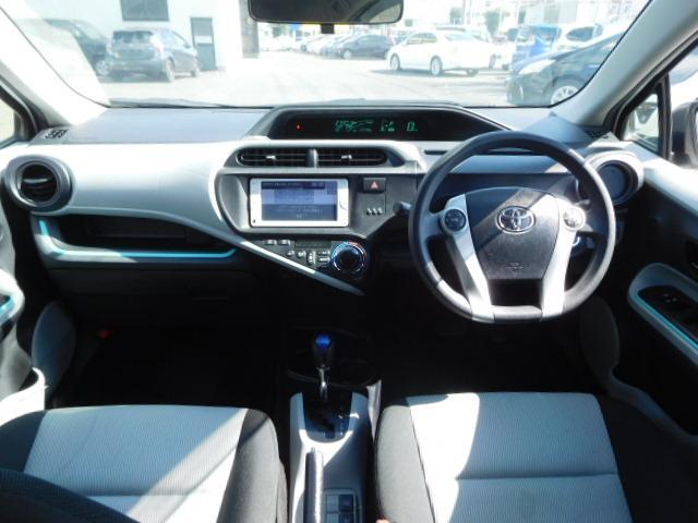 トヨタ アクア S スマートエントリーパッケージ ワンオーナー メモリーナビ