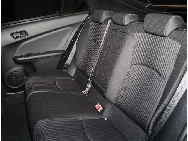 後部座席も足元広々の座り心地も良好です!長時間ドライブも疲れないシートになってます!!