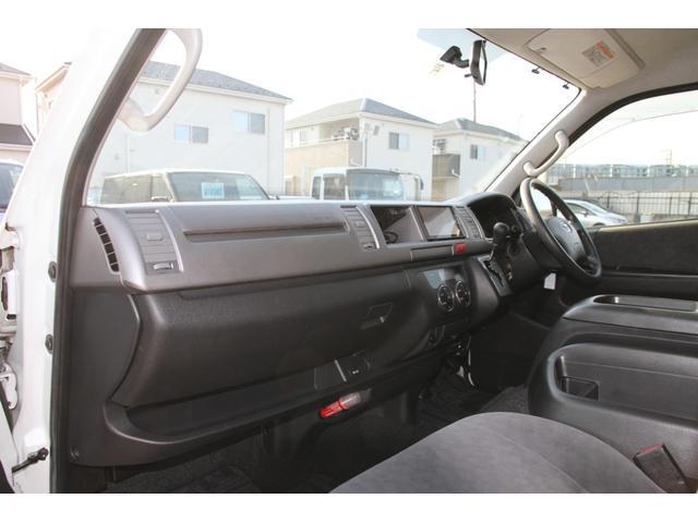 フロントは運転席&助手s系のレイアウト!真ん中には大型のコンソールボックスがございます♪
