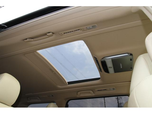 人気のメーカーオプション/電動サンルーフ付!後席側は電動開閉が可能です♪