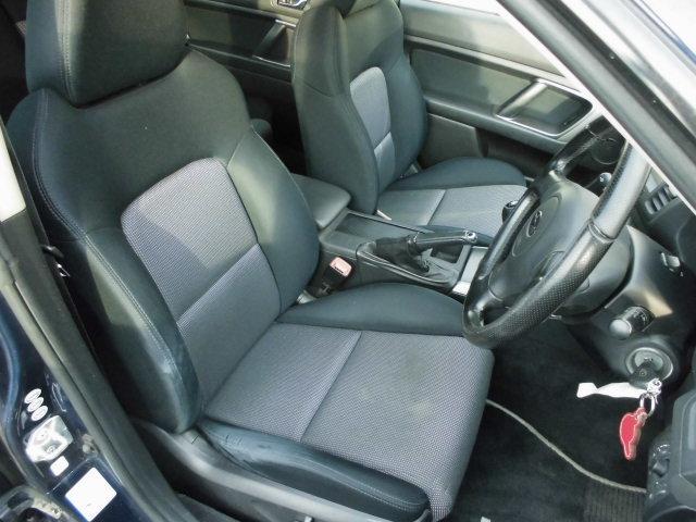 フロントシートはシミなども無くキレイです! 質問などございましたらお気軽に 048-999-5892 ガーデンオートまで