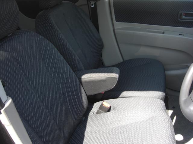 運転席・助手席です♪肘掛も付いていますので運転席の方はもちろんのことですが助手席の方もくつろげます♪