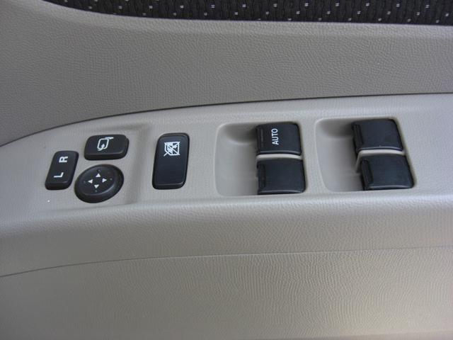 電動格納ドアミラー・パワーウィンドーのスイッチです♪お子様が同乗した時にパワーウィンドースイッチで遊ばないように運転席にはキルスイッチが付いていますので安心です♪