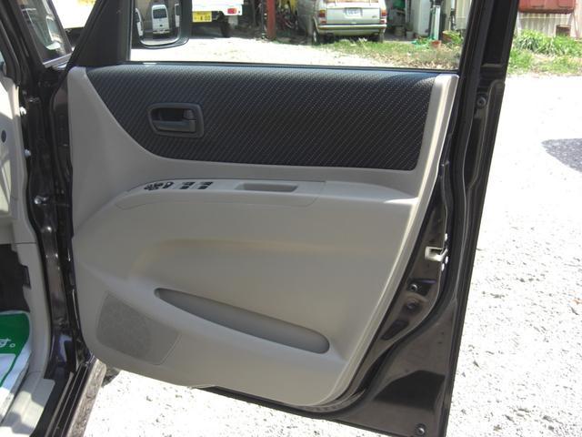 運転席側のドアー内張りです♪サイドポケットが付いています♪