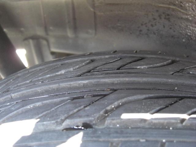 右リアのタイヤの残溝です♪