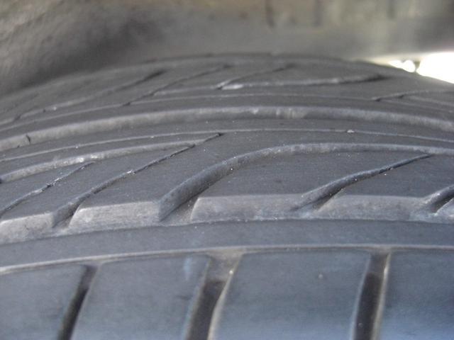 左リアのタイヤの残溝です♪