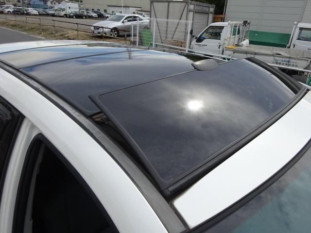 AIRS 4WD 黒革 大型サンルーフ 純正フルエアロ 純正ナビ 6連奏CD フロント・サイド・バックカメラ シートヒータ- エアサス ウッドコンビハンドル 電動テールゲート 純正18アルミ HID キーレス(21枚目)