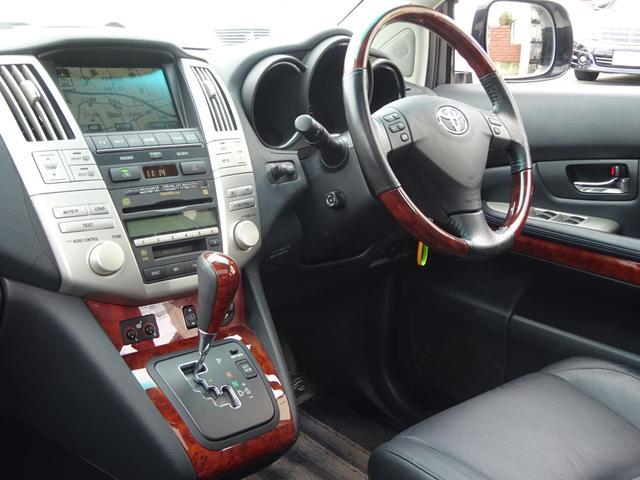 AIRS 4WD 黒革 大型サンルーフ 純正フルエアロ 純正ナビ 6連奏CD フロント・サイド・バックカメラ シートヒータ- エアサス ウッドコンビハンドル 電動テールゲート 純正18アルミ HID キーレス(23枚目)
