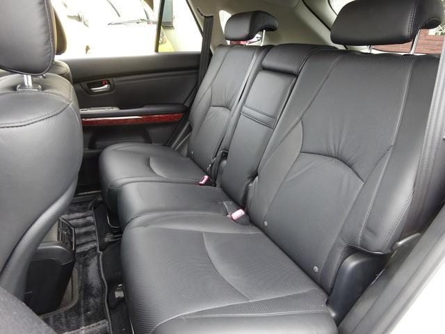 AIRS 4WD 黒革 大型サンルーフ 純正フルエアロ 純正ナビ 6連奏CD フロント・サイド・バックカメラ シートヒータ- エアサス ウッドコンビハンドル 電動テールゲート 純正18アルミ HID キーレス(29枚目)